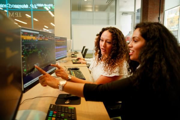 Students on Bloomberg terminals in commodities computer lab